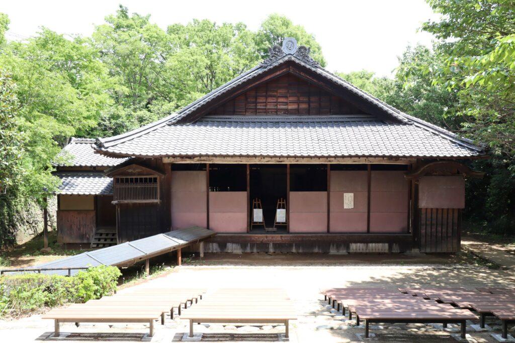 日本民家園の船越の舞台外観