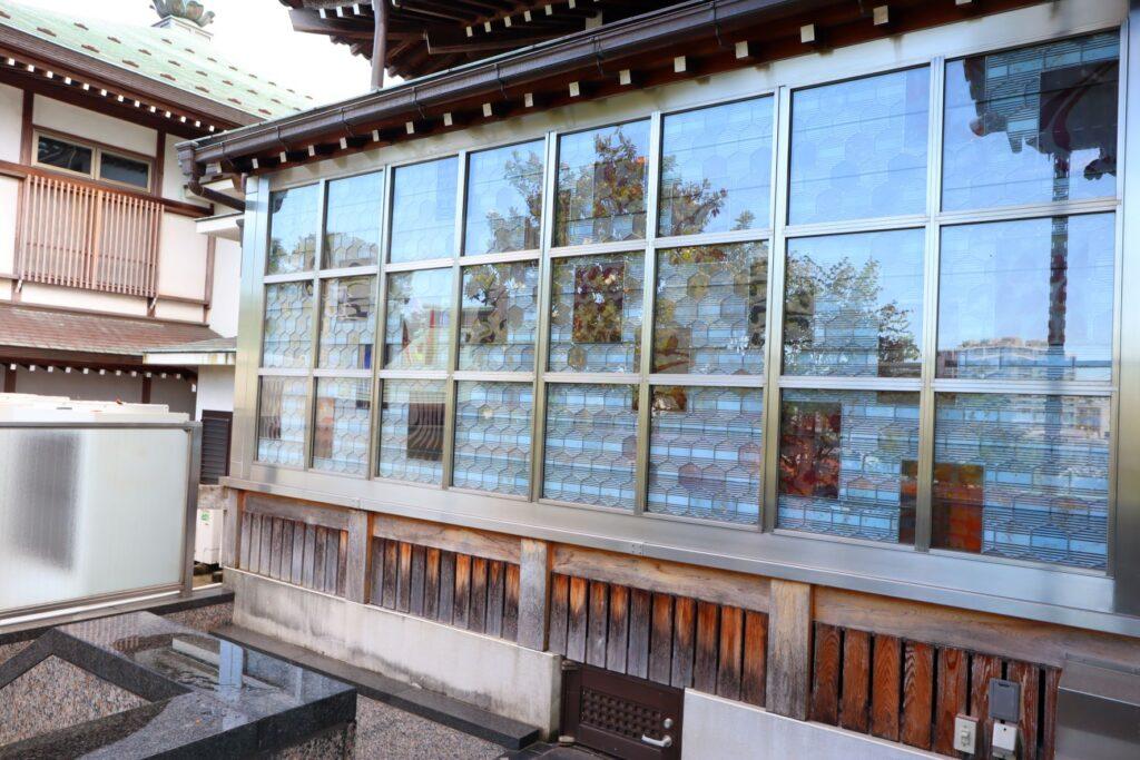 光栄山法性寺本堂のステンドグラス