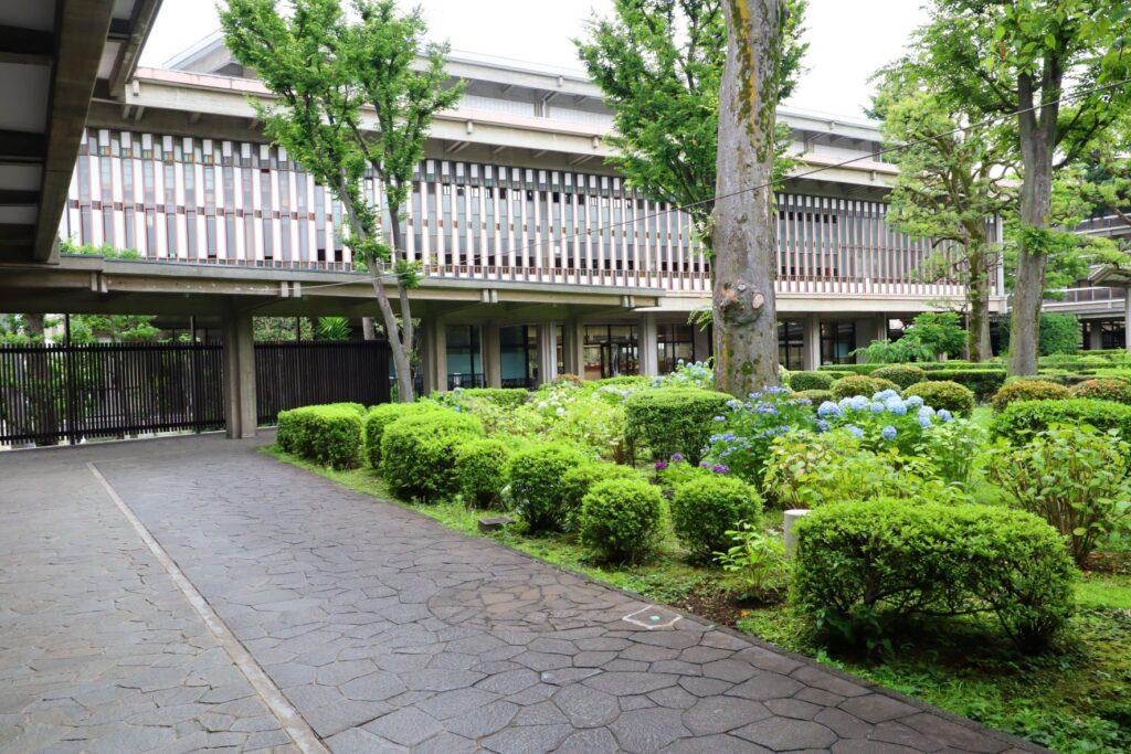 乗泉寺の中庭と廻廊