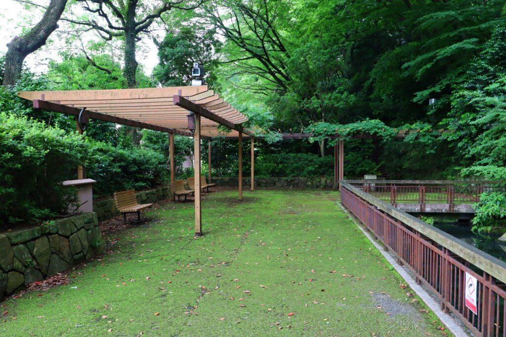 川崎市民プラザの日本庭園のパーゴラ