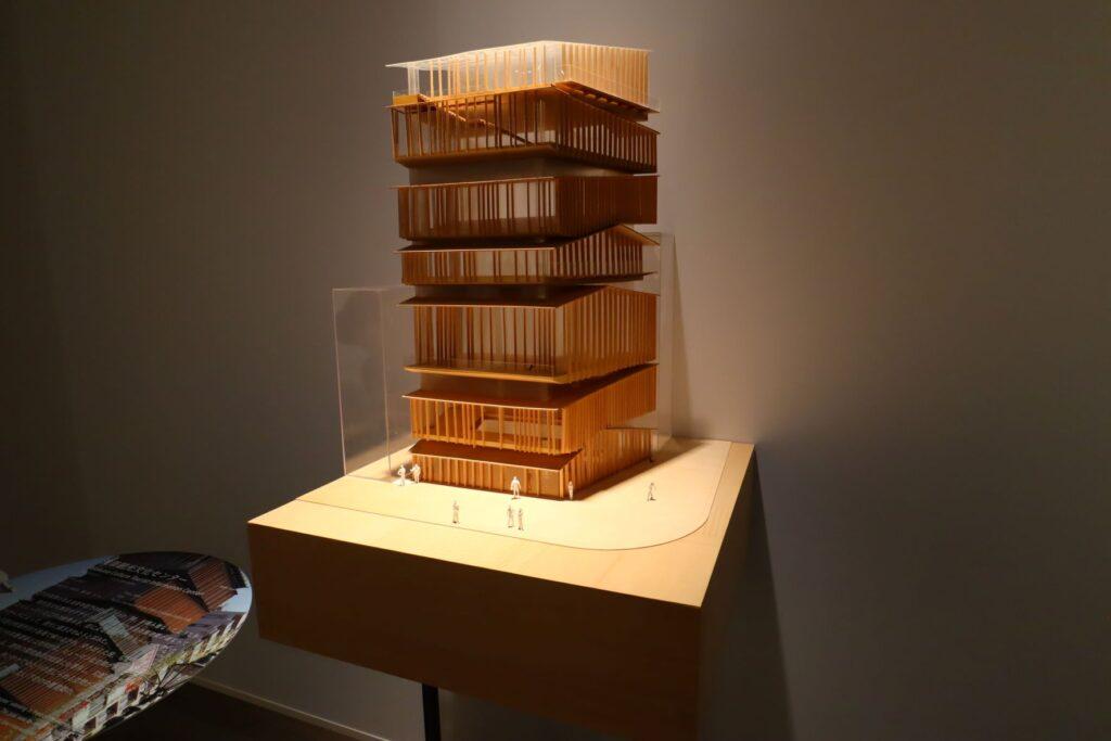 隈研吾展の浅草文化観光センターの建築模型