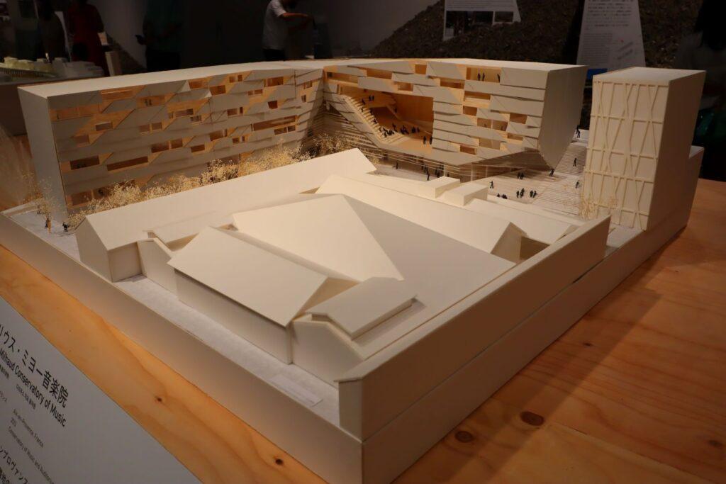 隈研吾展のダリウス・ミヨー音楽院の建築模型