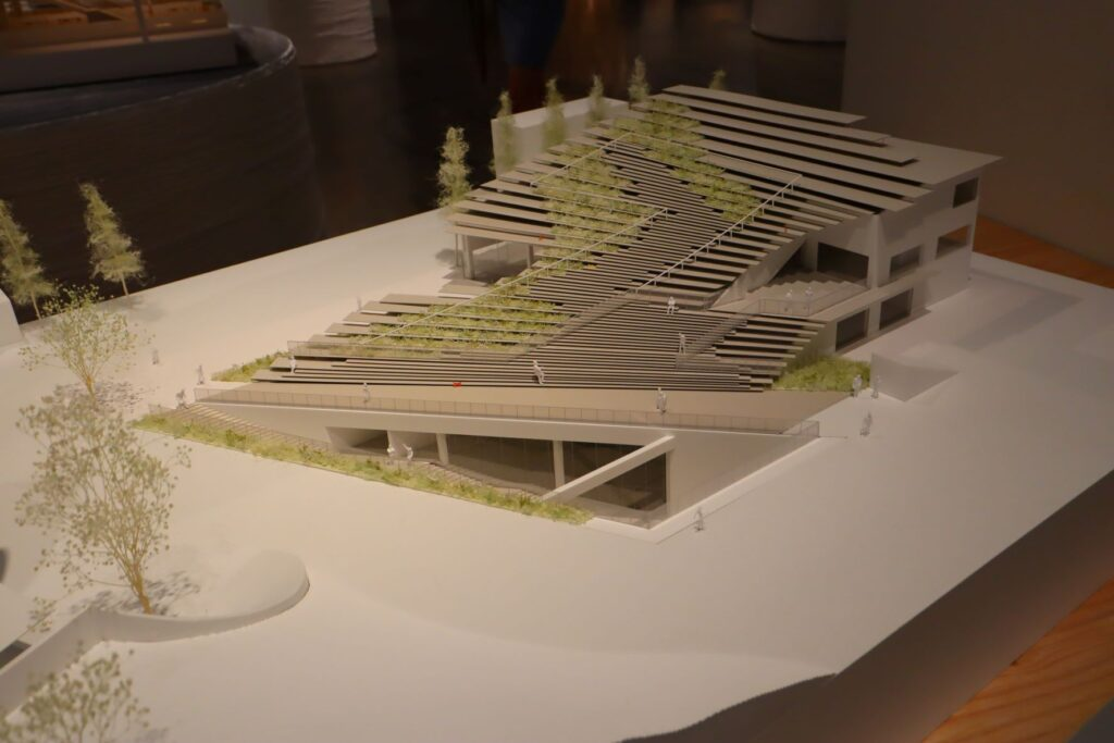 隈研吾展の国際交流館の建築模型