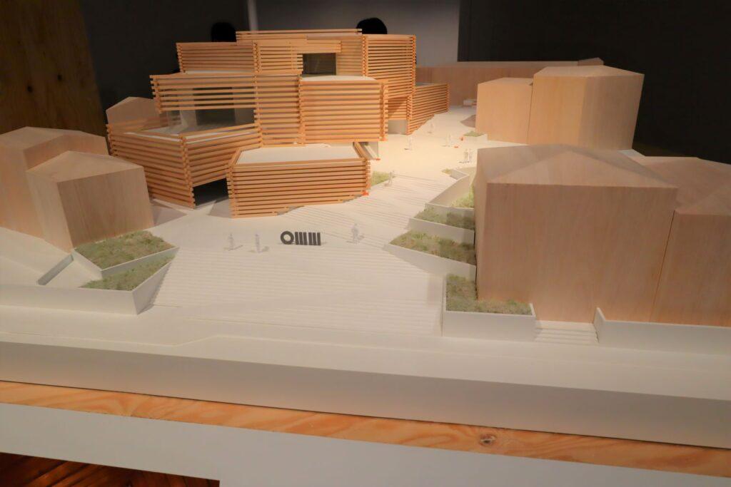 隈研吾展のオドゥンパザル近代美術館の建築模型