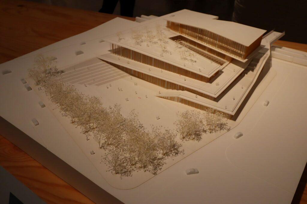 隈研吾展のサンドニ・プレイエル駅の建築模型