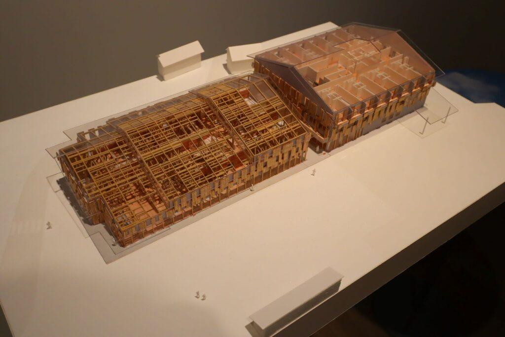 隈研吾展の雲の上の図書館/YURURIゆすはらの建築模型