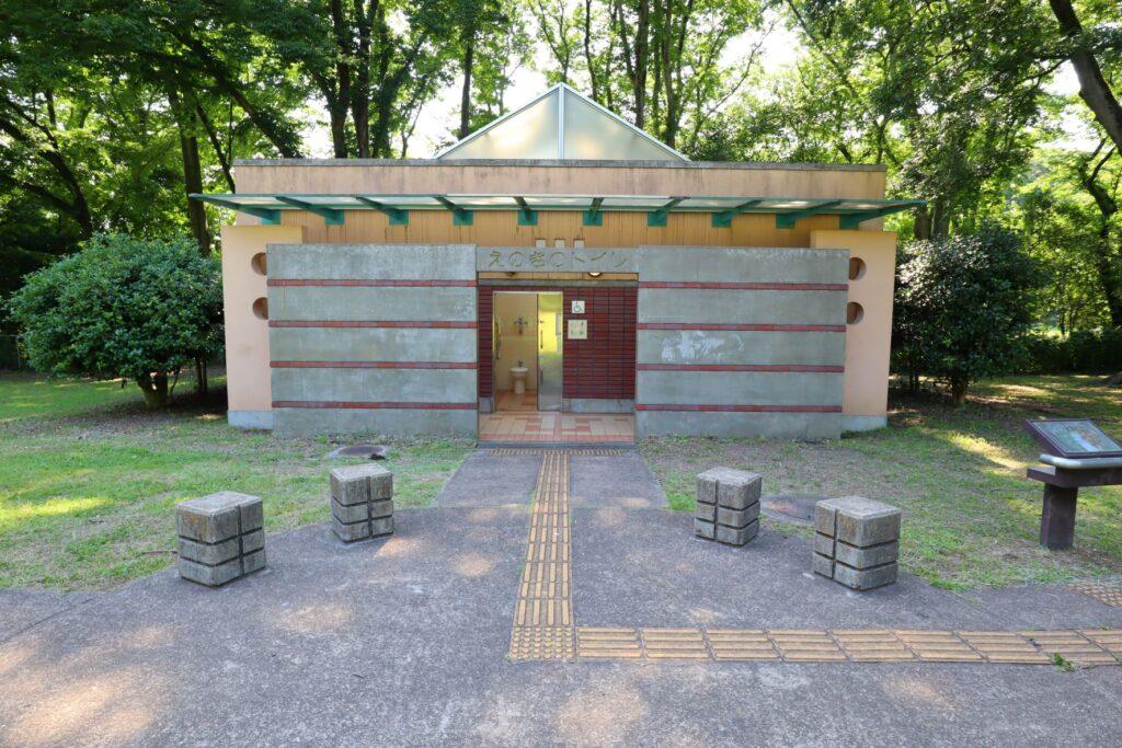 砧公園のトイレ