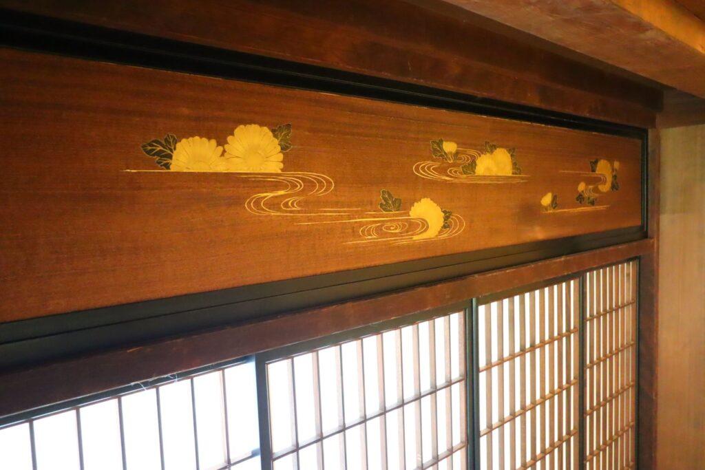 帰真園の旧清水家住宅書院の書院の間にある付書院の板欄間