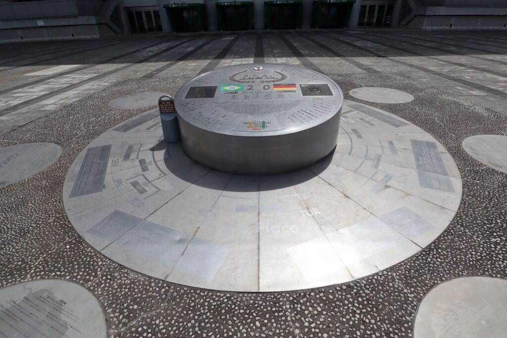 日産スタジアムにある2002年FIFAワールドカップの決勝戦(ブラジルvsドイツ)の記念碑