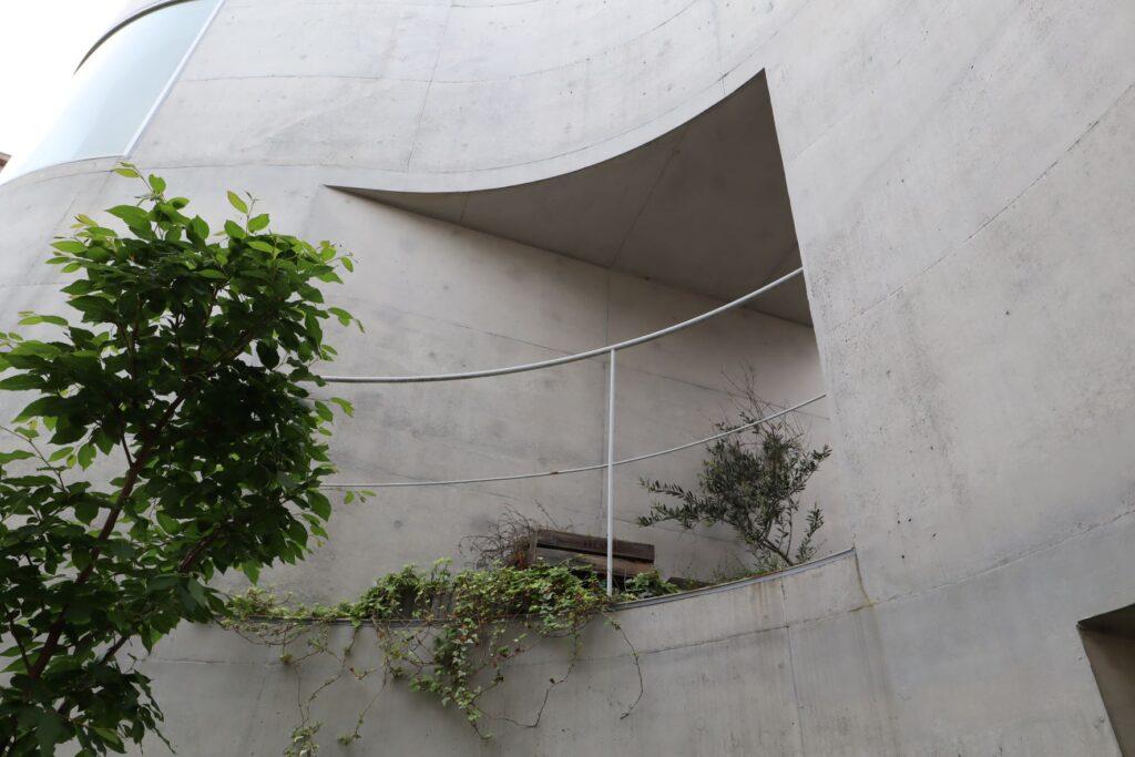 大倉山集合住宅の2階テラス