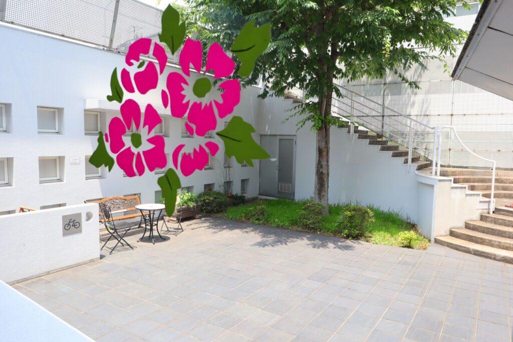 川崎市大山街道ふるさと館の内部から見た中庭