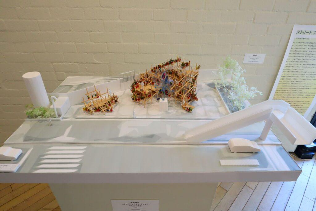 パビリオン・トウキョウ2021展のストリートガーデンシアター(藤原徹平)の模型