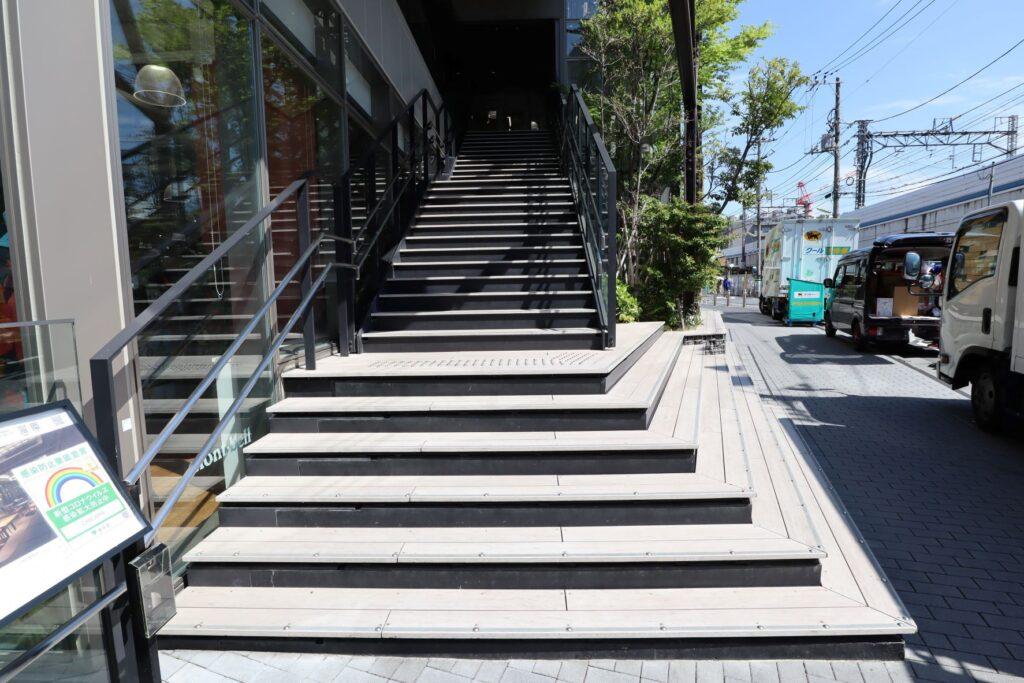 キュープラザ二子玉川の外部階段