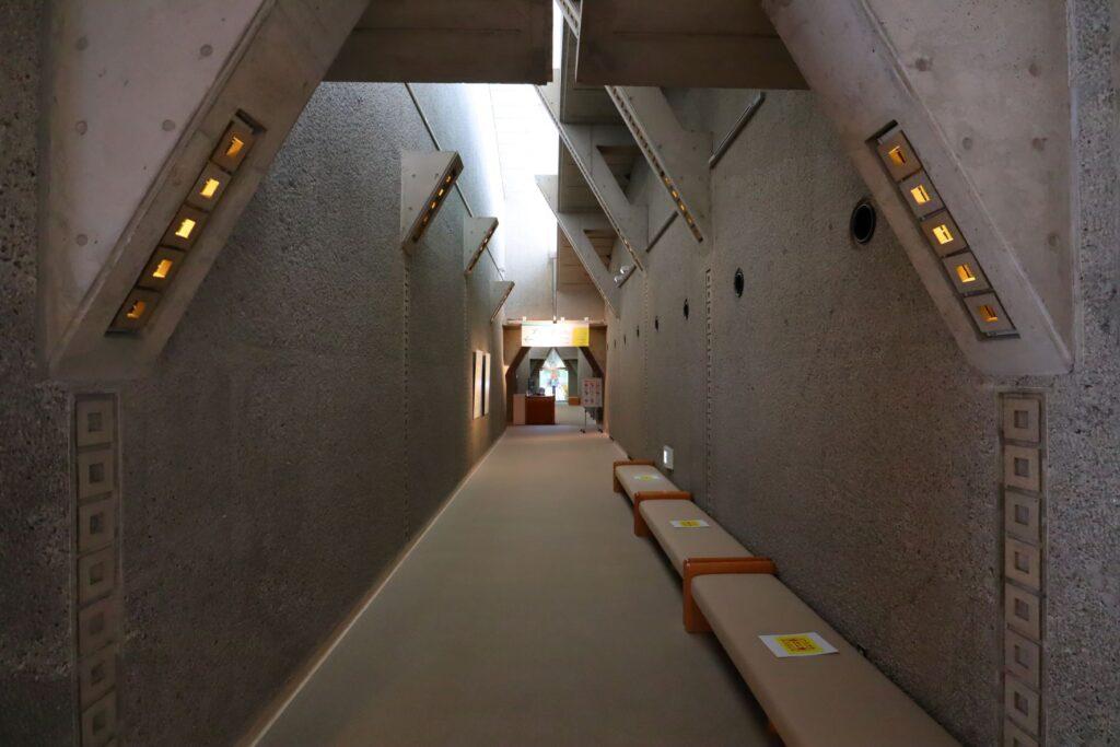 世田谷美術館の展示室入口