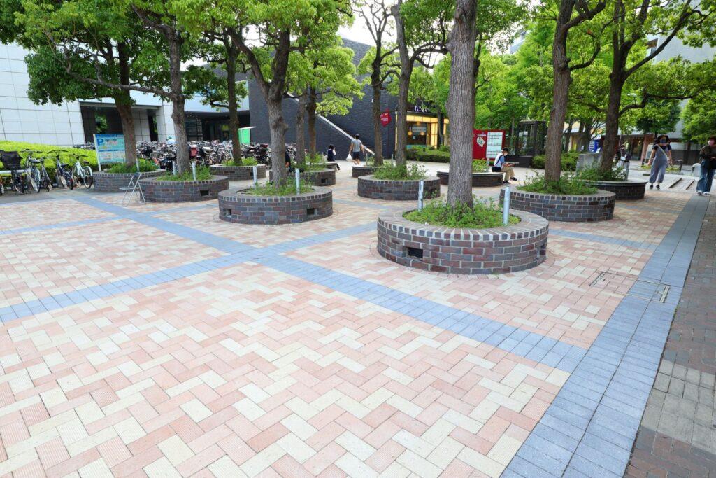世田谷ビジネススクエアの地上の広場