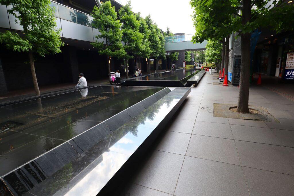 世田谷ビジネススクエアの超高層タワーふもとのガーデンコート