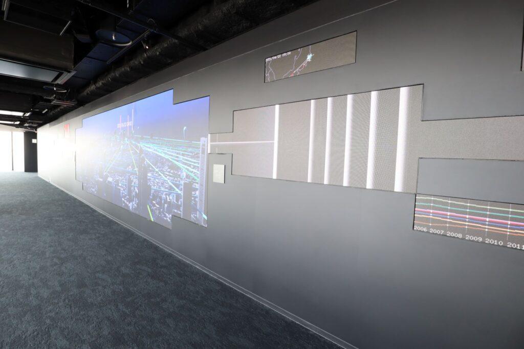 渋谷スクランブルスクエアのSHIBUYA SKYの屋内展望回廊にあるデータの景色