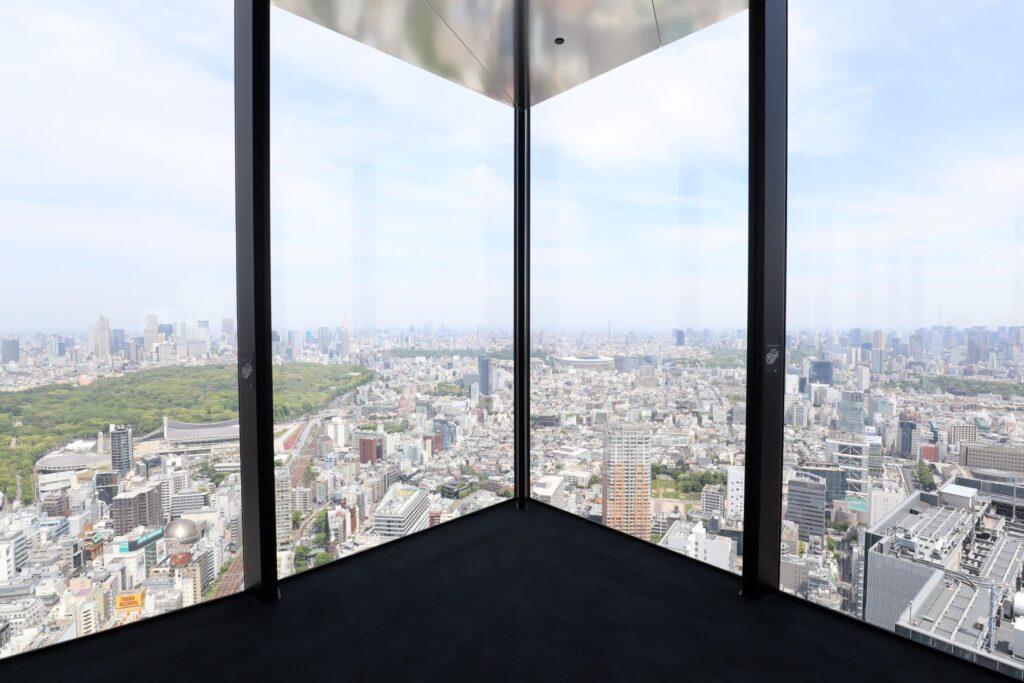 渋谷スクランブルスクエアのSHIBUYA SKYの屋内展望回廊から見た風景