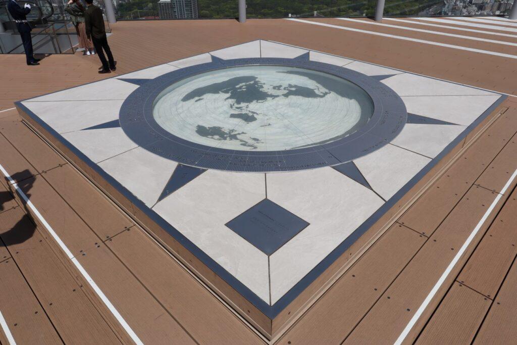 渋谷スクランブルスクエアのSHIBUYA SKYの屋上にある展望コンパス