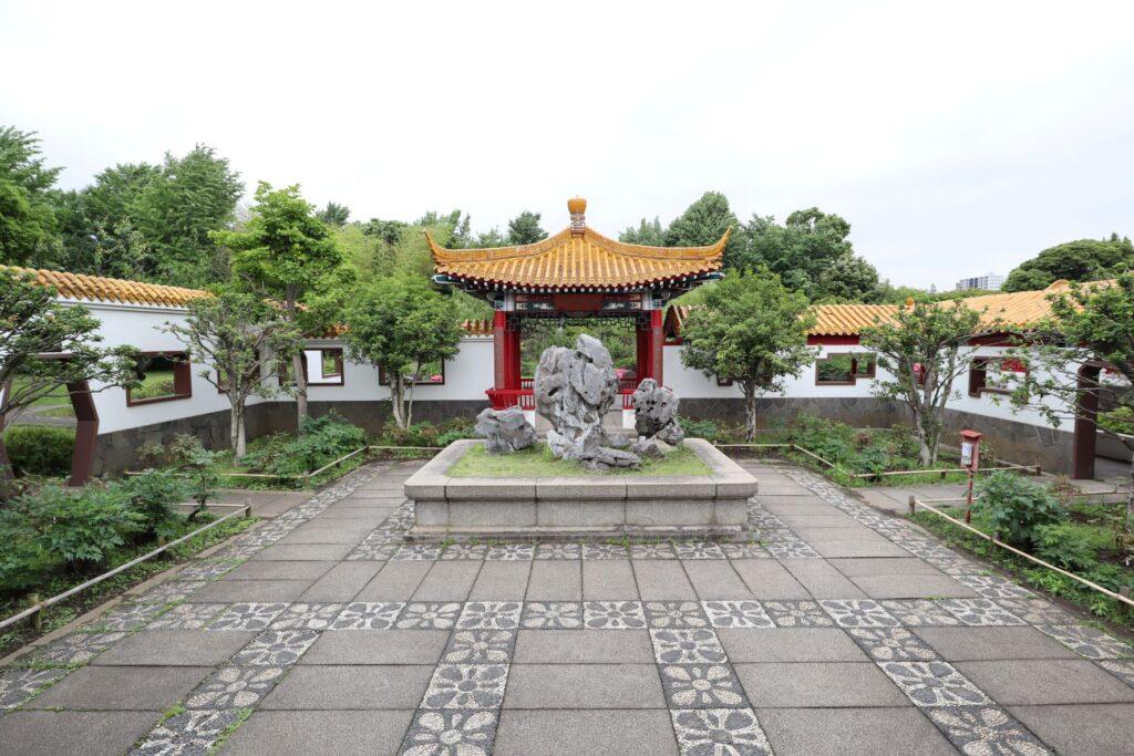 大師公園瀋秀園の太湖石