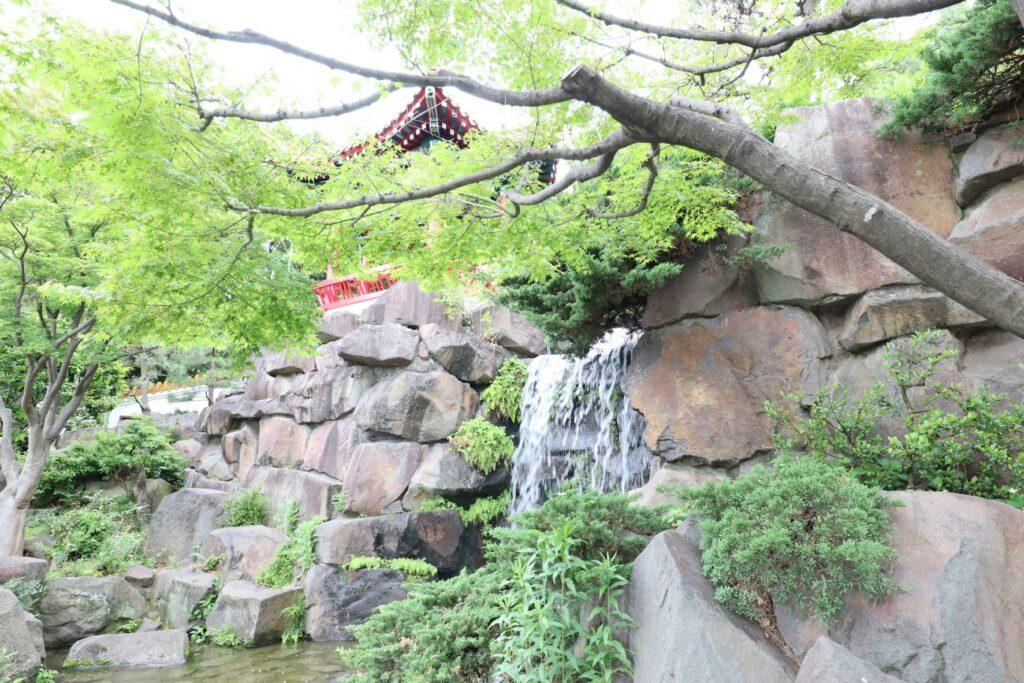 大師公園瀋秀園の滝