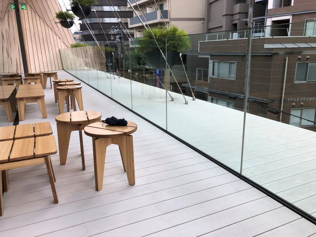 スターバックスリザーブロースタリー東京のテラス席