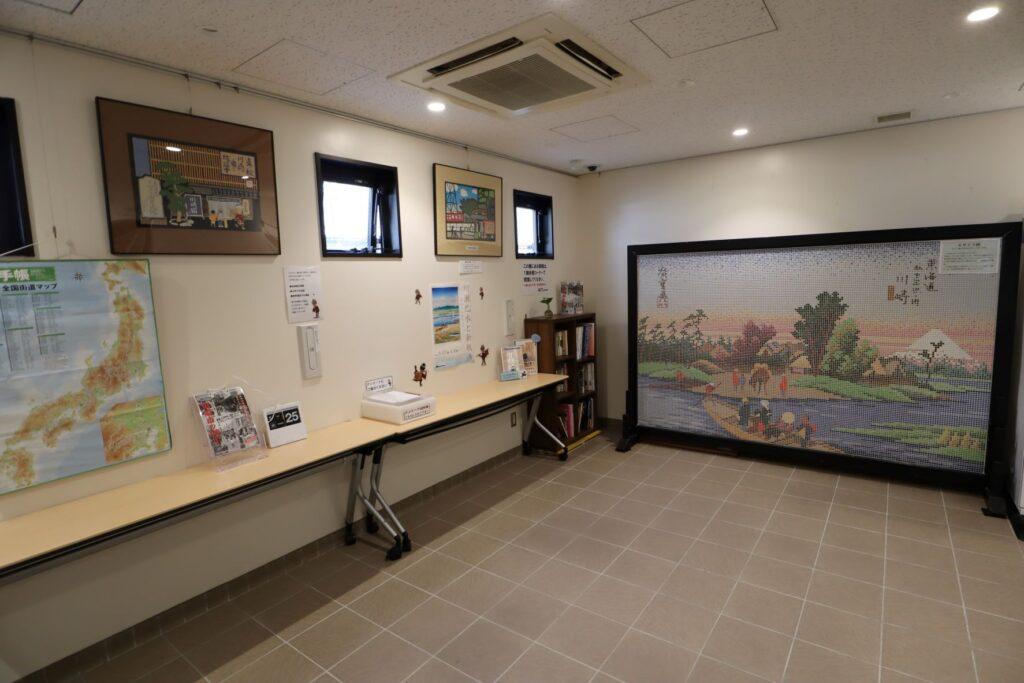 東海道かわさき宿交流館の1F展示室の休憩・交流スペース