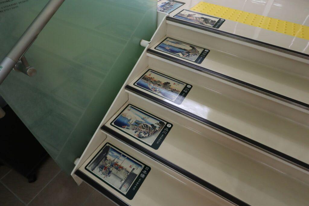 東海道かわさき宿交流館の1Fから2Fへの階段