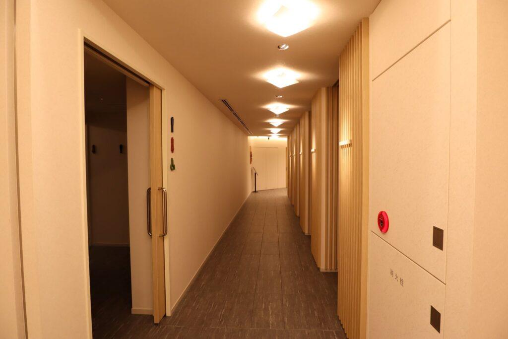 横濱聖苑の廊下