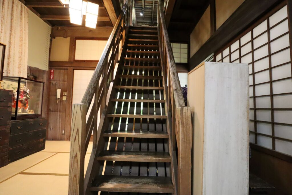 旧橫溝家住宅の2階への階段