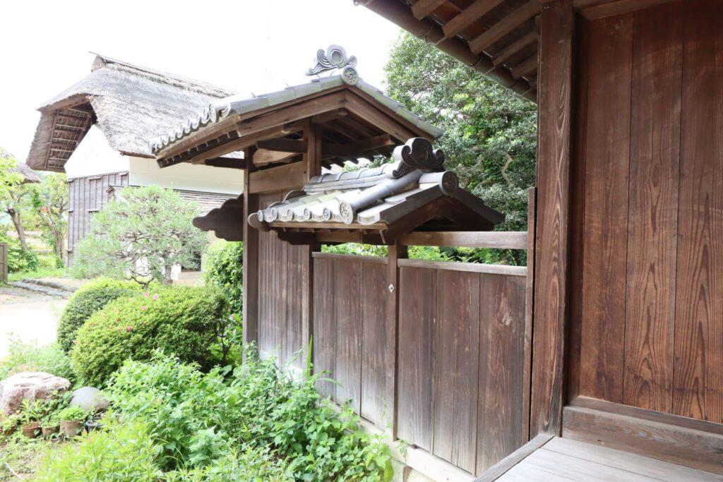 旧橫溝家住宅の主屋の中門