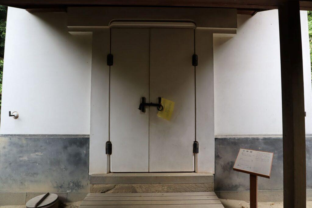 旧橫溝家住宅の文庫蔵外観