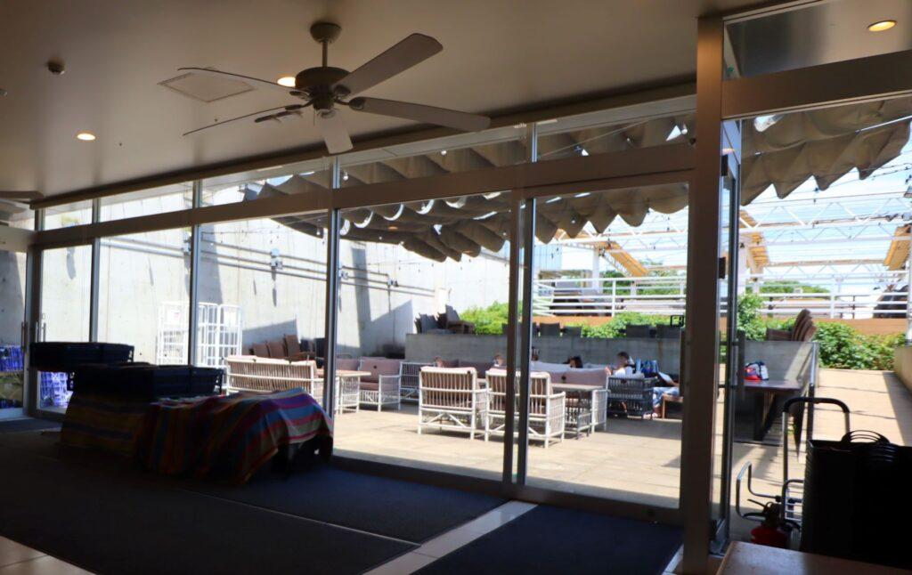 展望レストハウス・クリスタルビューのクリスタルカフェのテラス席