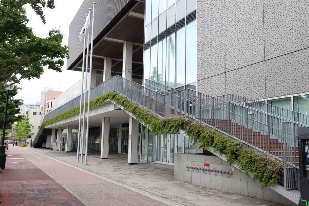カルッツかわさきの外階段