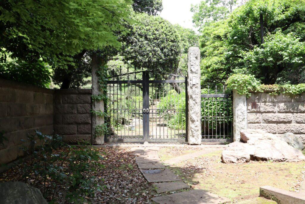 日吉の森 庭園美術館の正門