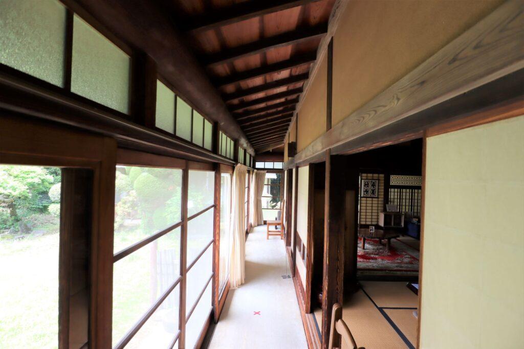 田邊泰孝記念館の縁側