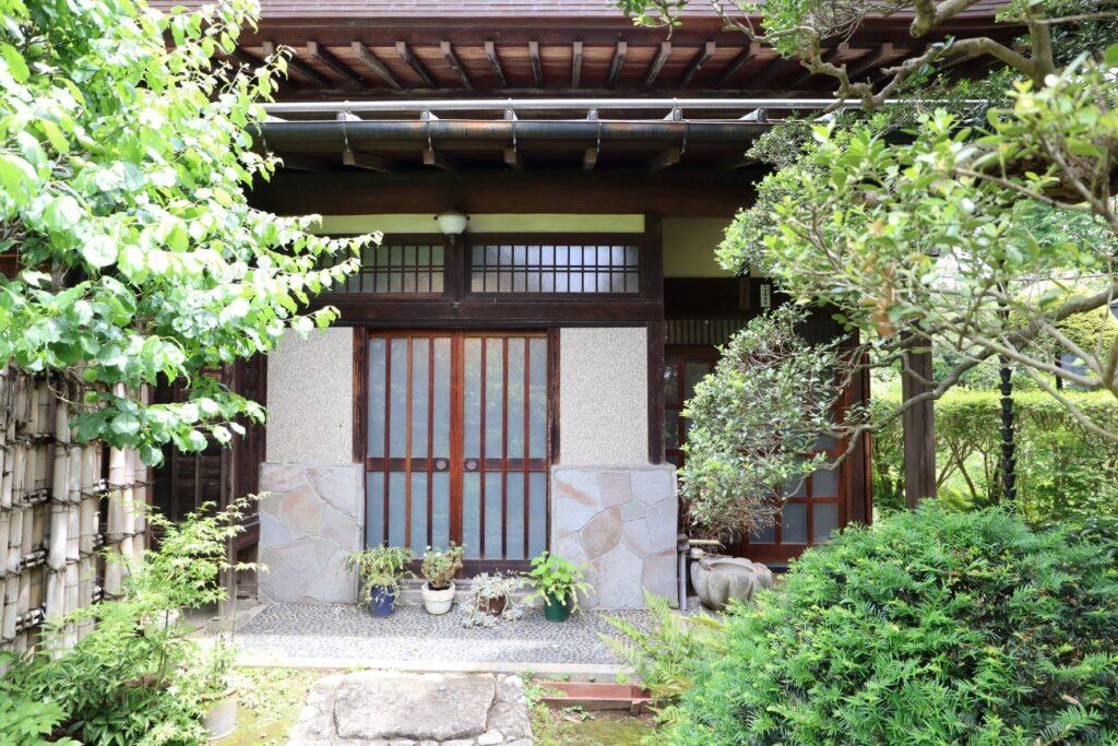 田邊泰孝記念館の入口