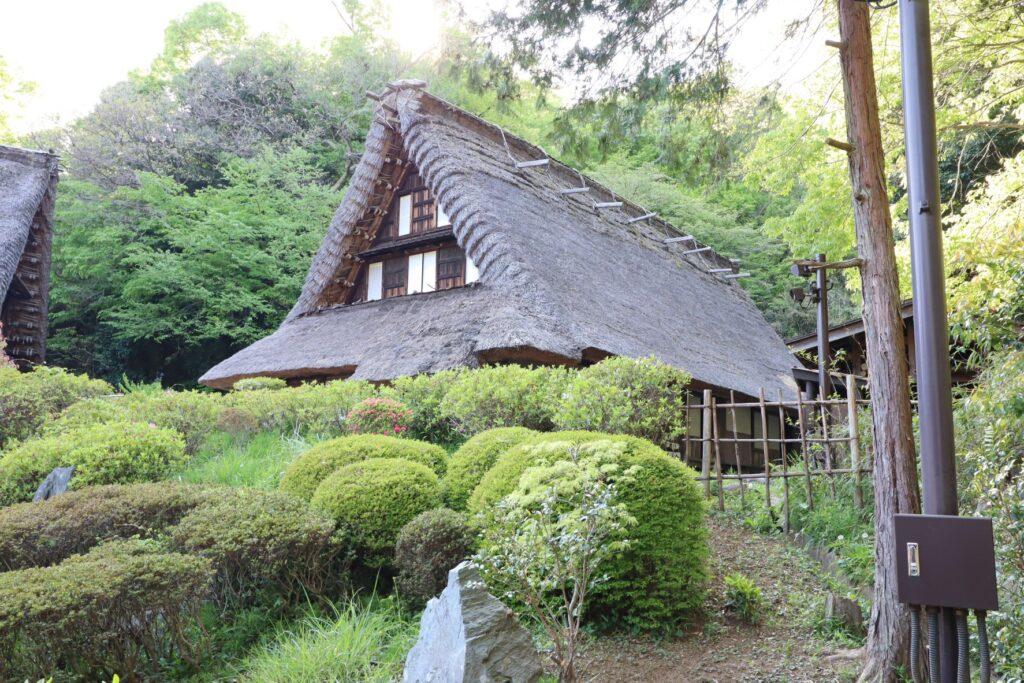 日本民家園の信越の村の江向家住宅外観