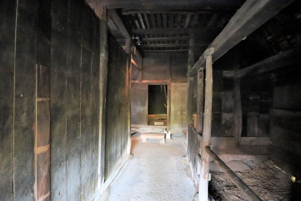 日本民家園の信越の村の江向家住宅馬屋