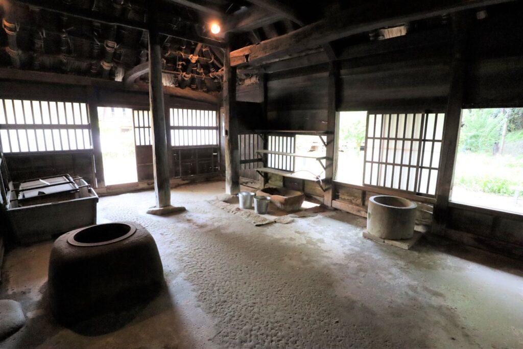 日本民家園の信越の村の江向家住宅土間