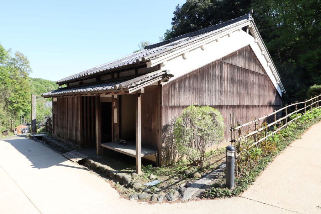日本民家園の宿場の井岡家住宅外観