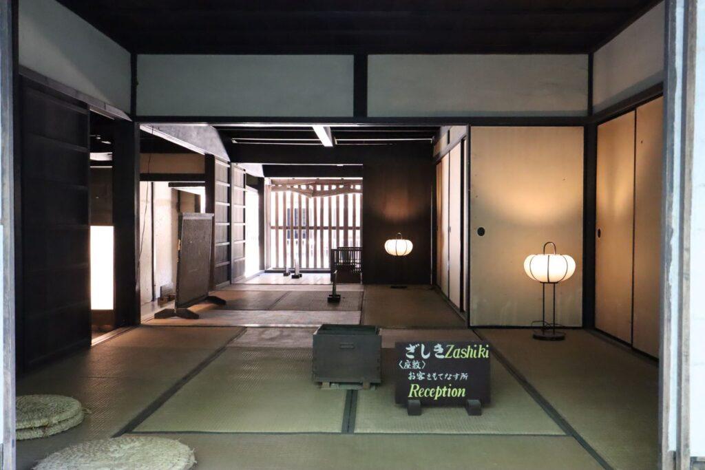 日本民家園の宿場の井岡家住宅座敷