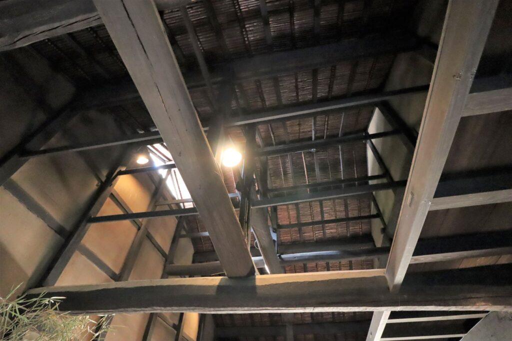 日本民家園の宿場の井岡家住宅天井