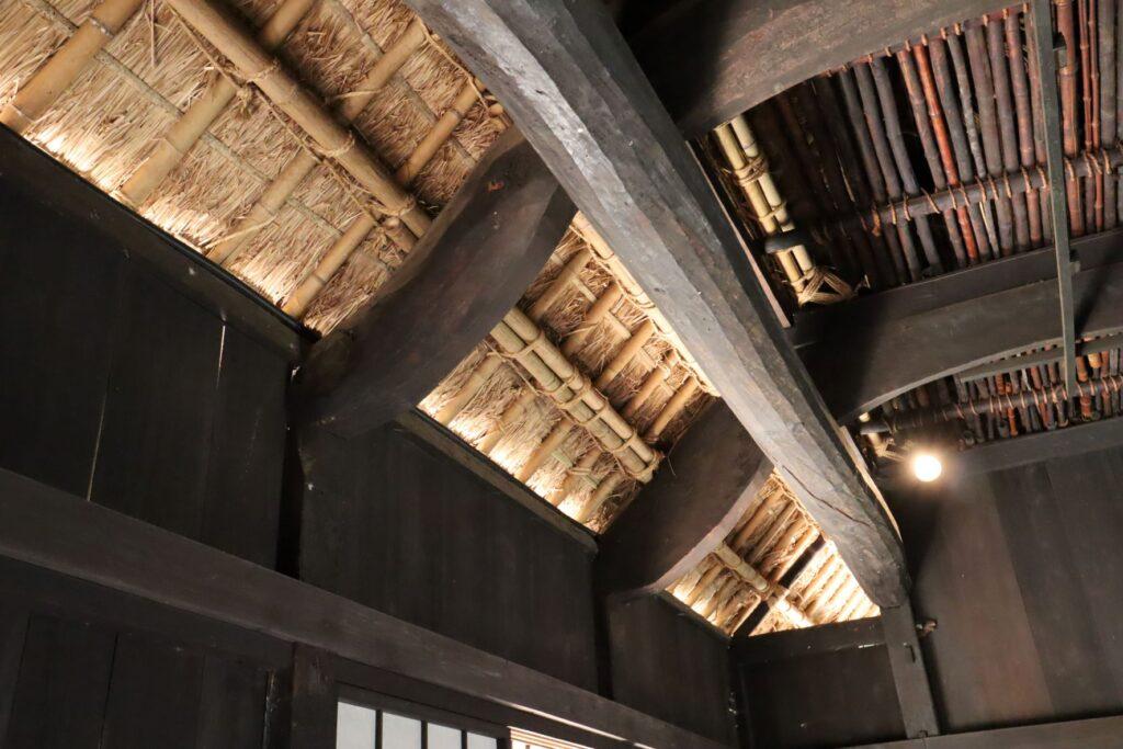 日本民家園の神奈川の村の岩沢家住宅梁