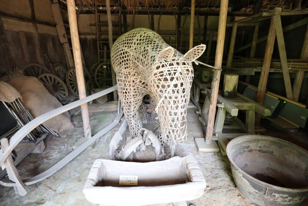 日本民家園の東北の村の工藤家住宅の馬