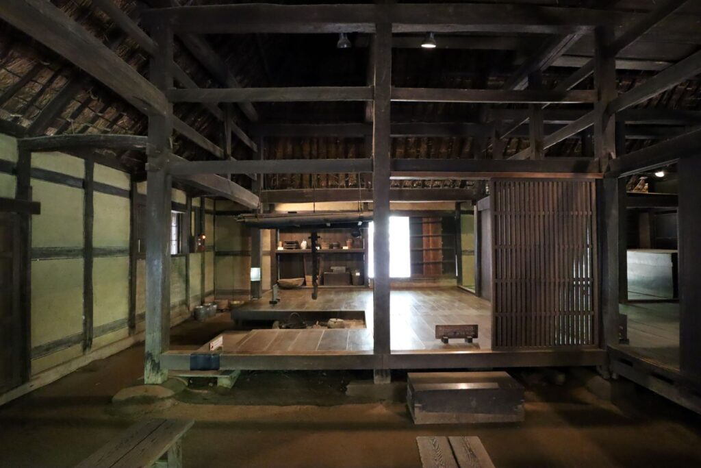 日本民家園の東北の村の工藤家住宅土間