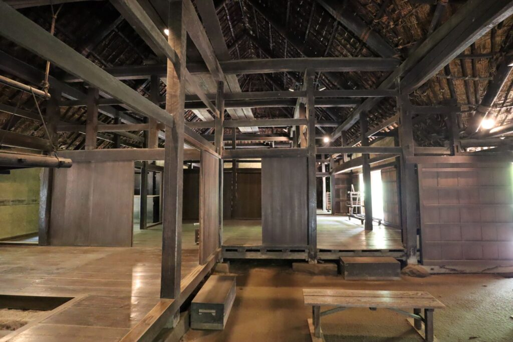 日本民家園の東北の村の工藤家住宅内観