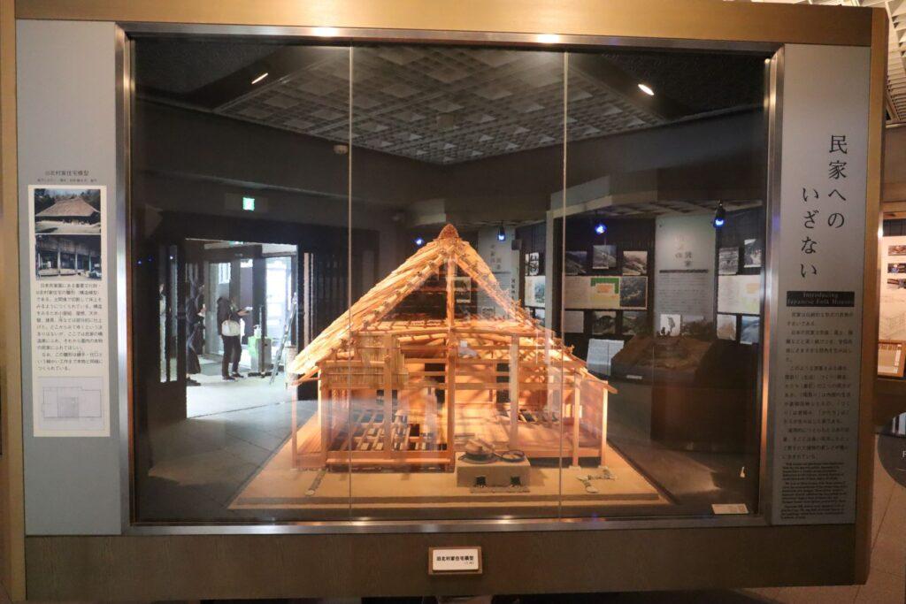 日本民家園の本館展示室の骨組模型