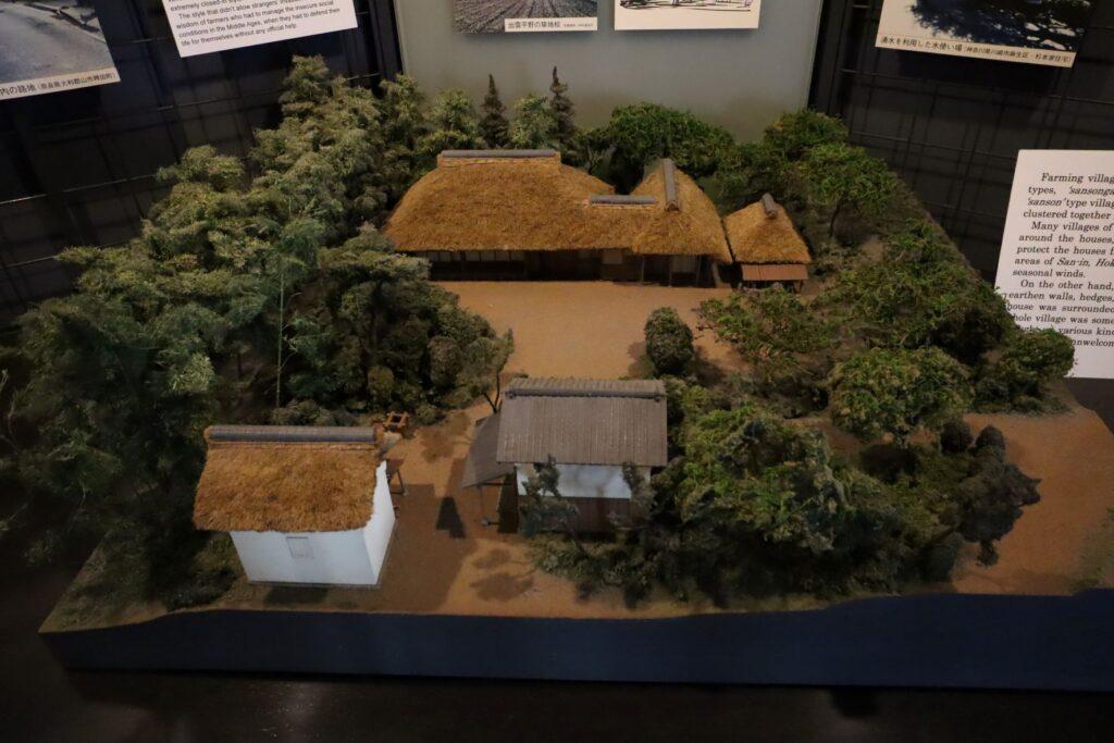 日本民家園の本館展示室の建築模型