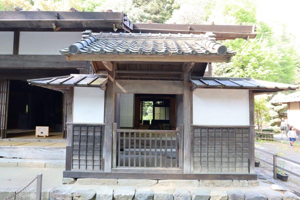 日本民家園の宿場の三澤家住宅外観